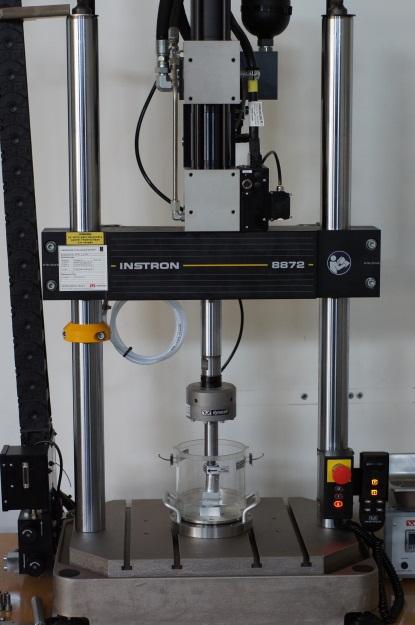1ère machine hydraulique pour la caracterisation d implants orthopediques